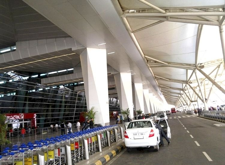 Airports bleeding due to declining traffic to gain by extending control period?